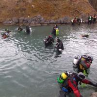 divers prepare to get treasure